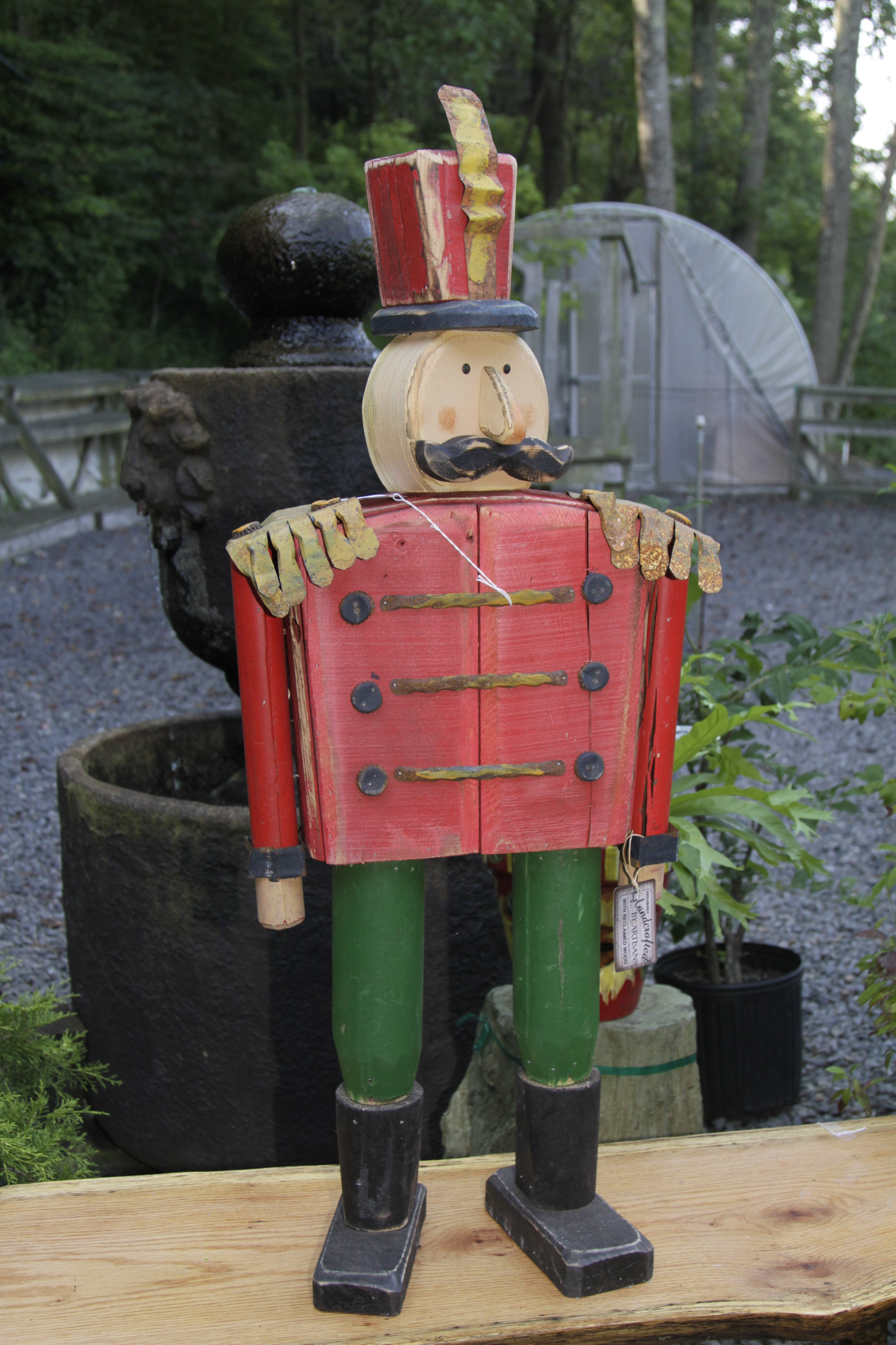 """TP 7908 Wood & tin 43.5"""" soldier (green/red)"""